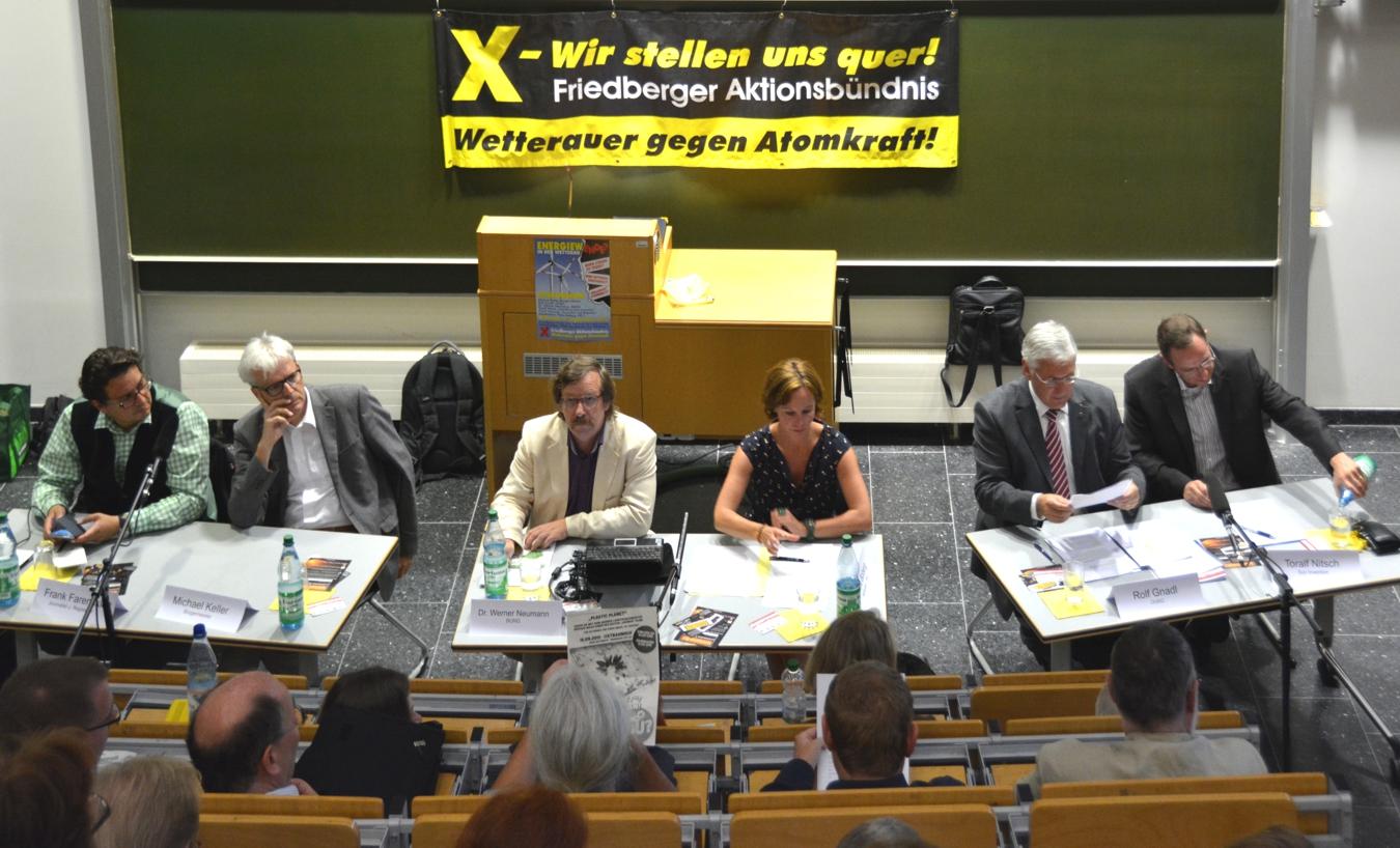 Die Podiumsteilnehmer*innen: Frank Farenski (Journalist und Regisseur), Michael Keller (Bürgermeister Friedberg), Dr. Werner Neumann (BUND), Petra Boberg (HR 2), Rolf Gnadl (OVAG), Toralf Nitsch (Sun Invention)