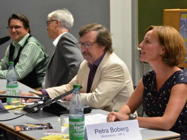 Die Diskussion wird von Petra Boberg (HR 2) geleitet
