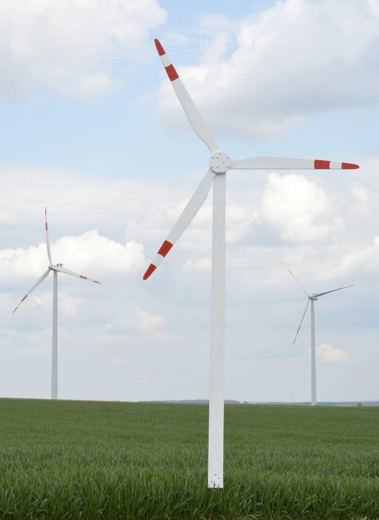 Im Vordergrund das 1. Windrad des Bündnis Windpark Winterstein