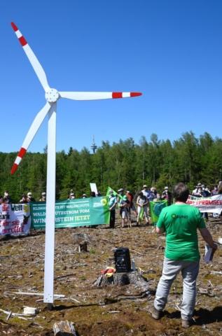 Gefordert werden 15 bis 20 Windräder, die sich auch noch drehen und sauberen Strom produzieren.