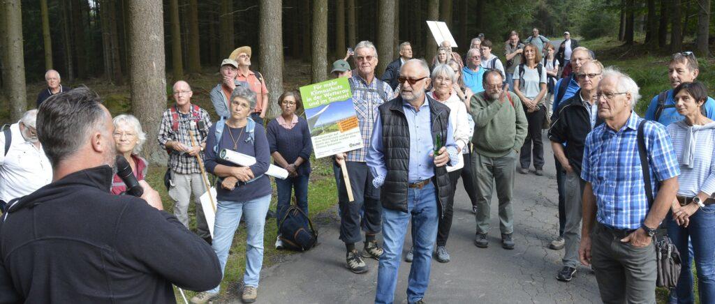 Juergen-Staab-Vorsitzender-des-Landesnetzwerkes-der-Energiegenossenschaften-beantwortet-Fragen-zum-Windpark-Vier-Fichten-